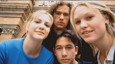 Heath Ledger, Joseph Gordon-Levitt, Julia Stiles and Larisa Oleynik on the set of '10 Things I Hate About You' in 1999. - Imgur