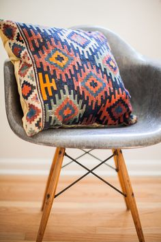 I am obsessed with aztec-indian laid-back almost rustic house decor.... i swoon over this stuff