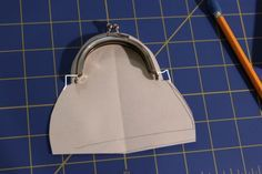 Coin purse tutorial! – Seen on Pintrest, loved and pinned by Craft-seller.com. The only magazine for those who love to make and sell.