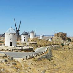 Nel cuore di #Spagna si trova #Consuegra cittadina caratteristica per i mulini a vento resi famosi dal romanzo di Don Quijote de la Mancha una località semplice e rurale che regala paesaggi molto suggestivi. Consuegra si trova a poca distanza da Madrid circa un'ora e mezza di auto. [link al post --> http://ift.tt/1P5uh6U ]