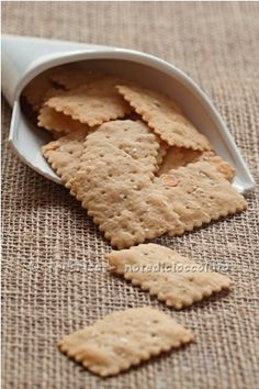 CRACKERS WITH GUINNESS BEER   INGREDIENTS   75gr of flour 0  50g of multi grain flour (I used this )  25g of flour  90gr of LM advanced by refreshments  60-70ml of beer (I used Guinness)  25ml extra virgin olive oil  4gr of salt