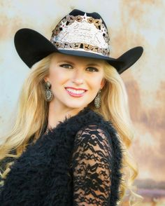 Rodeo Queen Headshot Black hat with light background Miss Rodeo Wisconsin 2016 Rodeo Chic, Vintage Cowgirl, Sexy Cowgirl, Cowgirl Hats, Cowboy And Cowgirl, Cowgirl Style, Cow Girl, Gaucho, Country Women