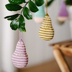 This free pattern for crochet pears is another in our DIY Christmas Tree Ornament Series. It calls for Natura Just Cotton thread.