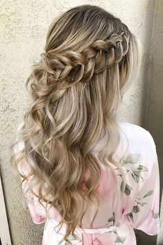 Wedding Guest Hairstyles Half Up Curls Prom Hair Super Ideas hair wedding hairstyles 779122804268791242 Wedding Hairstyles Half Up Half Down, Wedding Hair Down, Wedding Hairstyles For Long Hair, Fancy Hairstyles, Box Braids Hairstyles, Wedding Hair And Makeup, Half Updo, Braided Half Up Half Down Hair, Beautiful Hairstyles