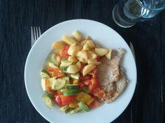 Lunch (3 blocks)  3 P - ca 105gr pork 2 C - 100gr potatoes 1 C - mixed veggies 1 F - olive oil 2 F - coconut oil + salt, pepper, oregano