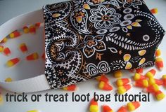 Trick or treat loot bag tutorial.  This how-to uses bandannas lined with fabric, but purchased fabric for both pieces would be great.