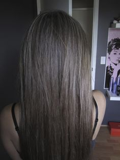 Platinum Highlight On Dark Base | 70% Platinum highlights with dark brown base