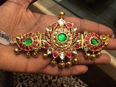 Mughal Jewelry, India Jewelry, Kerala Jewellery, Rajputi Jewellery, Gold Earrings Designs, Bridal Jewelry Sets, Trendy Jewelry, Gemstone Jewelry, Gold Jewelry