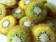 과일중에서도 영양가가 높은 걸로 많이 알려진 새콤달콤 키위를 폴리수세미실을 이용해서 수세미로 만들었...