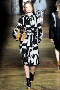 Dries Van Noten Fall 2011 Ready-to-Wear Fashion Show - Hanne Gaby Odiele (IMG)