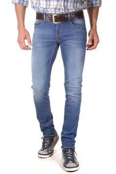 CIRRUS Stretchjeans slim fit    Lässiges Jeans Design von BLEND demonstriert uns das Model CIRRUS. Die Slim Fit Jeans mit mittlerer Bundhöhe und gerade zulaufendem Bein hat modische Wrinkels (Falten) und eine leichte Bleached-Optik. Ein Must-Have für alle, die bei jeder Gelegenheit stilsicher auftreten wollen.    - Slim Fit (schmal zulaufendem Bein)  - Low Rise (niedrige Bundhöhe)  - Button-Fly...