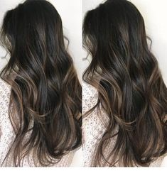 Balayage is the most popular hairstyle at present. In addition to ombre hairstyles or Brazilian hairstyles, balayage hairstyles dominate the dominant hairstyle trend. So what are balayage hairstyles and why are they so popular? When you get a balaya Ombre Hair Color, Hair Color Balayage, Cool Hair Color, Brown Hair Colors, Hair Highlights, Dark Hair With Balayage, Dark Hair With Lowlights, Balayage Brunette, Dark Brunette Hair