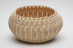 Baskets On Wall, Storage Baskets, Resin Wicker Furniture, Basket Weaving Patterns, Newspaper Basket, Wicker Bedroom, Paper Weaving, Sewing Baskets, Rattan Basket
