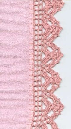This is an interesting and nice stitch pattern: the Chevron Retro Stitch Wave Crochet pattern which I'm sure you guys would like to know how it is done. Crochet Boarders, Crochet Blanket Edging, Crochet Edging Patterns, Crochet Lace Edging, Crochet Motifs, Thread Crochet, Crochet Trim, Filet Crochet, Love Crochet