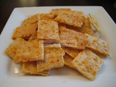 Low carb cheese cracker with almond flour