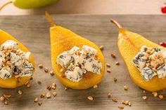 Pochierte Gewürz-Birne mit Blauschimmelkäse Poached spice pear with blue cheese, a tasty recipe from the category snacks and small dishes. Healthy Eating Tips, Healthy Nutrition, Fingerfood Party, Snack Mix Recipes, Spiced Pear, Party Finger Foods, Vegetable Drinks, Snacks, Blue Cheese