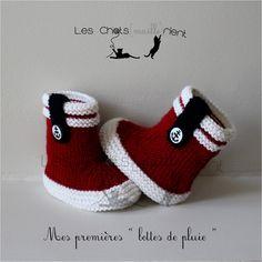 chaussons bb tricots main style bottes de pluie rouge et blanc