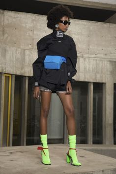 Off-White Womenswear l Women fashion outfit look street style sportswear Fashion Mode, Fashion Week, Curvy Fashion, Runway Fashion, Fashion Show, Fashion Trends, Fashion Online, Fashion 2018, Off White Fashion