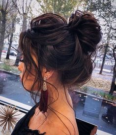 If only all messy buns looked this good. If only all messy buns looked this good. If only all messy buns looked … Medium Hair Styles, Curly Hair Styles, Casual Updos For Medium Hair, Updos For Medium Length Hair, Brunette Updo, Brunette Bridal Hair, Bridesmaid Hair Brunette, Messy Bun Hairstyles, Messy Hair Buns