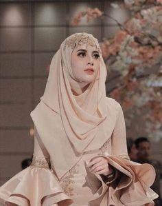51 Ideas bridal hijab ideas muslim brides for 2019 Muslim Wedding Gown, Muslimah Wedding Dress, Muslim Wedding Dresses, Muslim Brides, Couture Wedding Gowns, Muslim Dress, Wedding Veils, Muslim Couples, Wedding Abaya