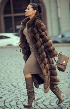 Nadire Atas on Fashionista At Large Sable fur coat Fur Fashion, Winter Fashion, Womens Fashion, Fashion Trends, Style Fashion, Fashion Glamour, Trending Fashion, Petite Fashion, Fashion Bloggers