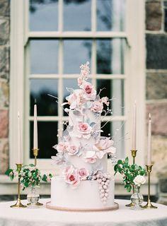 Modern Wedding Cakes Elegant spring wedding ideas at Graydon Hall in Toronto Wedding Cake Fresh Flowers, Floral Wedding Cakes, Elegant Wedding Cakes, Wedding Colors, Beautiful Wedding Cakes, Gorgeous Cakes, Pretty Cakes, Wedding Cake Decorations, Wedding Cake Toppers
