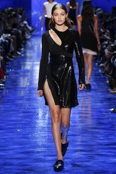 Mugler Spring 2017 Ready-to-Wear Fashion Show - Gigi Hadid (IMG)