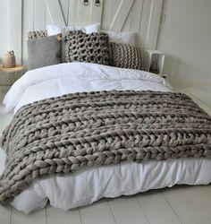 €149,- Grof gebreide bedsprei - grijs bruin gemêleerd - merinowol - van het label Dehewi Design - Te koop bij Dehewi Home Pink Blanket, Chunky Blanket, Plaid Blanket, Grown Up Bedroom, Dream Bedroom, Home Bedroom, Knitted Blankets, Merino Wool Blanket, Condo Decorating