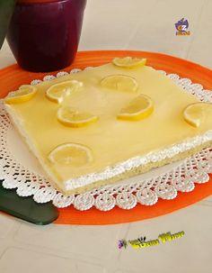 Torta fredda al limone e' uno dei mie dolci preferiti simile alla cheesecake , fresco, cremoso ha conquistato tutta la famiglia.http://blog.giallozafferano.it/lacucinadimarge/torta-fredda-limone/