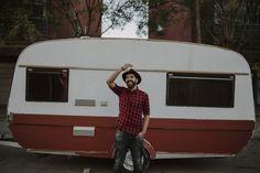 retrato - portrait - red - hipster - hat - sombrero - camisa de cuadros - happy - lifestyle