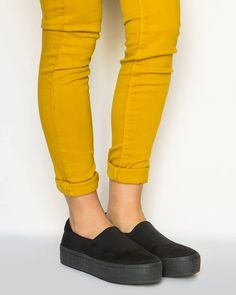 #keepfred #fred #sneakers #sliponskeakers #outfit #style #fashion #world Style Fashion, Capri Pants, Footwear, Sneakers, Winter, Happy, Outfits, Shoes, Tennis