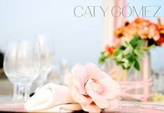#Weddingtabledecor idea: follow #elegantcolors