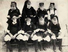 Sardegna: Anziani in costume. Data e provenienza sconosciuta