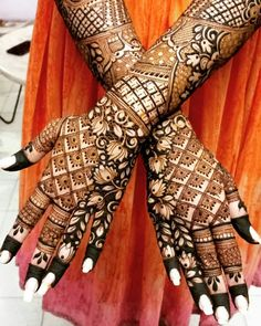 Can't get over the beauty of bridal Mehndi Designs for full hands? This full hand mehndi design with a mix of Indian and Arabic mehndi images is perfect for you! Get Amazing Collection of Full Hand Mehndi Design Ideas here. Simple and Easy Modern full. Henna Hand Designs, Dulhan Mehndi Designs, Traditional Mehndi Designs, Mehndi Designs Finger, Latest Bridal Mehndi Designs, Indian Henna Designs, Full Hand Mehndi Designs, Stylish Mehndi Designs, Mehndi Design Pictures
