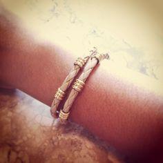Pulseira Corda Nude Canutilho Dourado R$ 20,00 Comprimento: 15 cm. A pulseira tem fecho lagosta dourado e corrente extensora de 4cm, assim cabe em todos os tipos de braços. Entregamos para todo Brasil (PAC ou Sedex).  Contato: lufbijoux@gmail.com