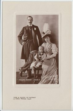 King Haakon VII & Queen Maud of Norway w. Crown Prince Olav - RARE pcd