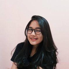 Jangan lupa makan. Karna yang pura pura bahagia juga butuh tenaga😉 . . . Follow Cute Asian Girls, Sweet Girls, Cute Girls, Uzzlang Girl, Girl Face, Western Girl, Indonesian Girls, Ulzzang Fashion, Cute Beauty