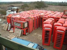 The english heritage phone box company supplies and telephone kiosks. English and antique garden ornaments, the restoration of old phone boxes and pillar boxes. Red phone boxes a speciality. Home Design Decor, Office Interior Design, House Design, London Telephone Booth, Wow Wee, Oregon Living, Retro Phone, Little Free Libraries, Box Company