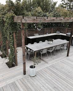26 DIY Garden privacy ideas that are affordable and incredible . - 26 DIY Garden privacy ideas that are affordable and incredible protection - Diy Design, Patio Design, Backyard Pergola, Backyard Landscaping, Pergola Kits, Backyard Ideas, Backyard Door, Small Pergola, Pergola Cover