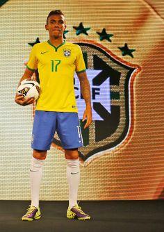 Luiz Gustavo.