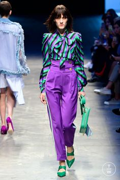 Fashion Week Milan Spring/Summer 2018 look 3 from the Annakiki collection womenswear Lila Outfits, Purple Outfits, Colourful Outfits, Classy Outfits, Stylish Outfits, Colour Combinations Fashion, Color Combinations For Clothes, Color Blocking Outfits, Purple Fashion