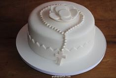 Primeira comunhão Boy Communion Cake, First Holy Communion Cake, Simple Baptism Cake, Comunion Cakes, Confirmation Cakes, Girl Cakes, Creative Cakes, Celebration Cakes, Custom Cakes