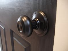 The Yellow Cape Cod: 31 Days of Character Building: Simple Builder Door Upgrade black! Rustoleum Oil Rubbed Bronze, Rustoleum Spray Paint, Bronze Spray Paint, Paint Door Knobs, Bronze Door Knobs, Black Doors, Painted Doors, Looks Cool