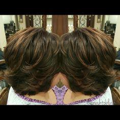 Short layered haircut Schwarzkopf base 5_6 Highlights vario blond 10V Toner 6-4 Warm tones