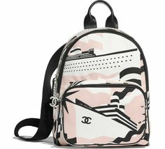 Izuka Midorya tem 4 peculiaridades, 2 são ativas e as outras 2 são in… #fanfic # Fanfic # amreading # books # wattpad Mochila Chanel, Chanel Backpack, Backpack Purse, Leather Backpack, Backpack Handbags, Cute Mini Backpacks, Stylish Backpacks, Cute School Bags, Jugend Mode Outfits