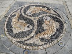 Maggy Howarth pebble mosaic