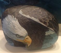 acrylic on river rock. three dimensional painting, using the natural features of the rock. Eagle Rock, Bald Eagle, Eagle Painting, Feather Painting, Stone Painting, Rock Painting, Eagle Drawing, Eagle Pictures, Hand Painted Rocks