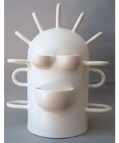 Florence Doléac Robot Accrocher Porcelain Ceramics, Ceramic Mugs, Ceramic Pottery, White Ceramics, Sculptures Céramiques, Sculpture Art, Keramik Design, Ceramic Artists, Acrylic Art