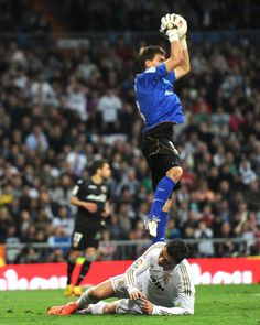 Real Madrid's Portuguese forward Cristiano Ronaldo (down) vies with Valencia's goalkeeper Vicente Guaita (top) during the Spanish league football match Real Madrid against Valencia at the Santiago Bernabeu stadium in Madrid, on April 08, 2012. AFP PHOTO / DOMINIQUE FAGET