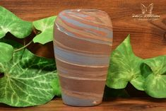 The Niloak Pottery began making arts and crafts ceramics in 1910 as the Eagle Pottery Company. Rookwood Pottery, Vase Shapes, Fenton Glass, Light Reflection, Southern Belle, Make Art, Floral Bouquets, Earth Tones, Pottery Art